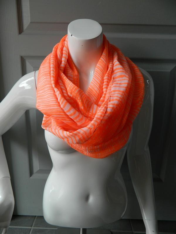 Echarpe orange fluo femme - Idée pour s habiller 66f9872accb3