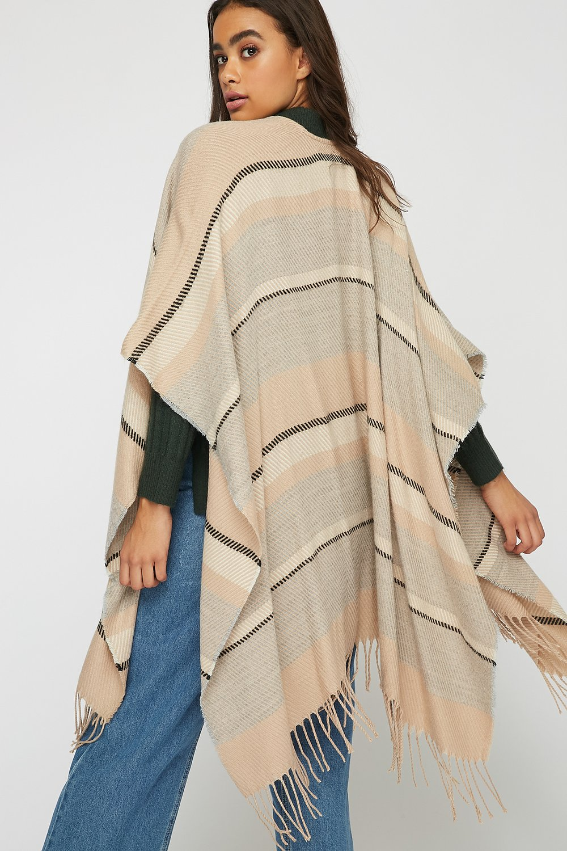 e9aeb574d288 Echarpe cape - Idée pour s habiller