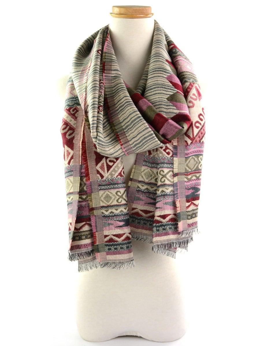 Echarpe motif ethnique - Idée pour s habiller 68fb8e93fee