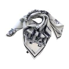 Echarpe femme chanel - Idée pour s habiller d1c49d30f57