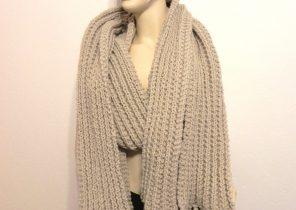43b4a3c9b30e Grande écharpe en laine - Idée pour s habiller