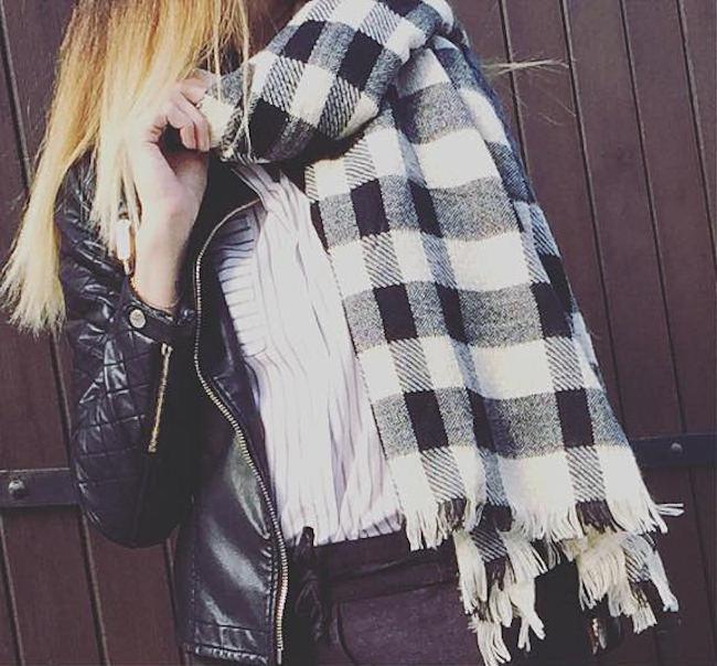 écharpe oversize noir et blanc à carreaux - Idée pour s habiller f74de1f0720