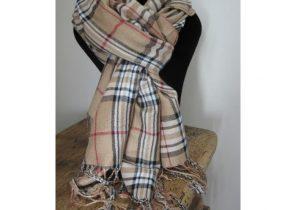 a93d04536286 écharpe blanche pour homme - Idée pour s habiller
