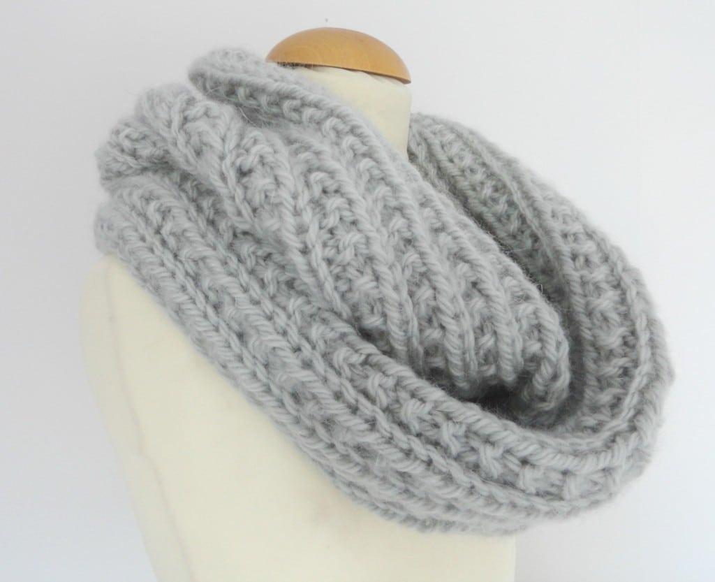 Tricoter echarpe tube femme - Idée pour s habiller 4508a5b0bab
