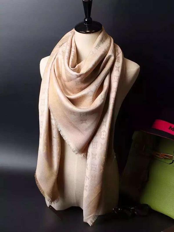 8154cc20fe69 Echarpe louis vuitton femme beige - Idée pour s habiller