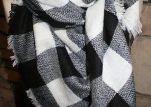 cad97657b82d Echarpe a carreaux noir et blanc - Idée pour s habiller