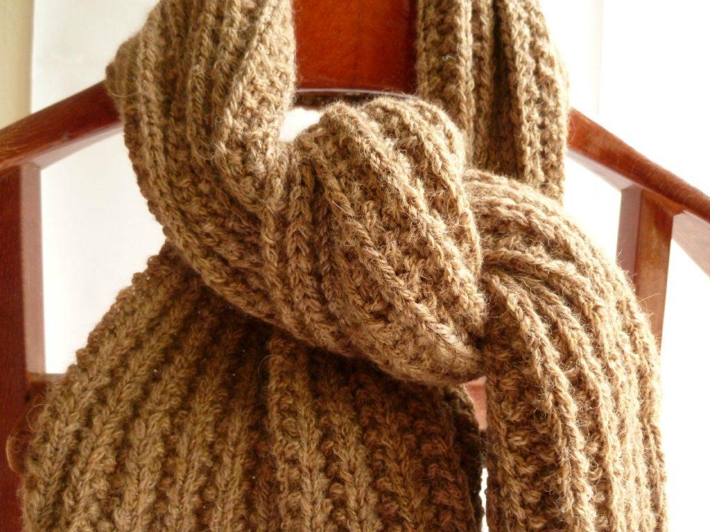 f4297b0e8dde Echarpe fantaisie femme a tricoter - Idée pour s habiller