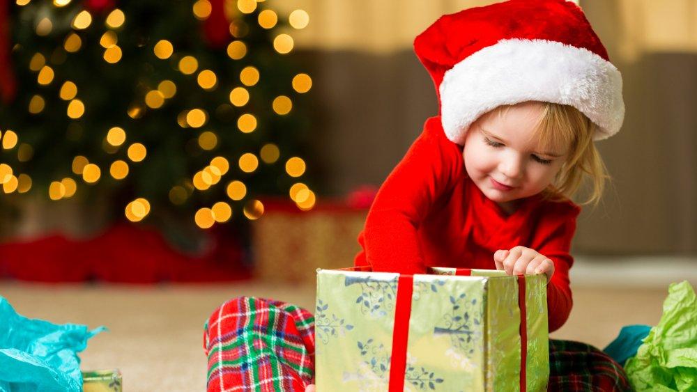 Enfant cadeau de noel